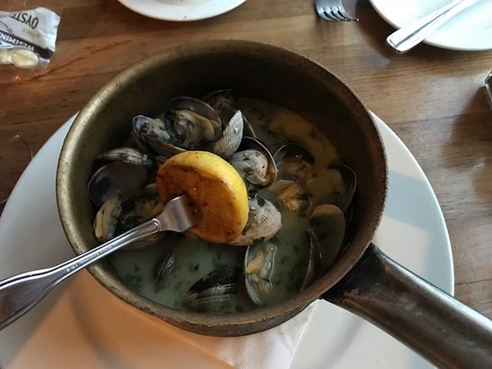 Bluewater Boathouse Seafood Grill: Pot of Steamers