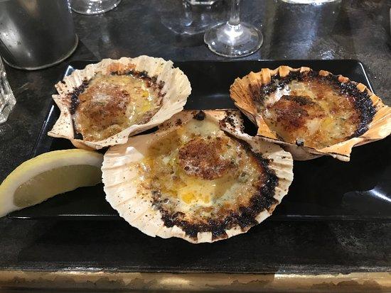 Le café du village : Appetizer scallops- amazing!