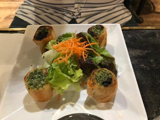 Le café du village : Appetizer escargots - amazing!