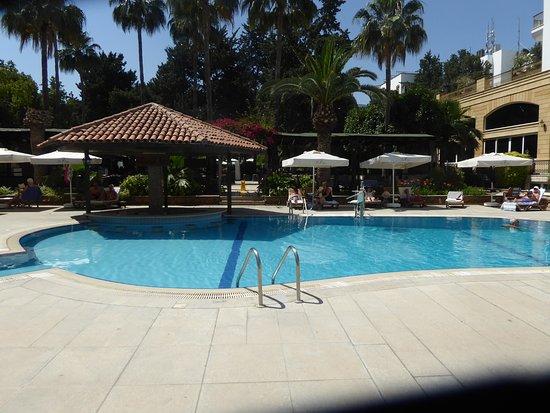 Hotel Pia Bella: lower pool 2