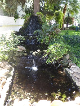Hotel Pia Bella: small waterfall feature