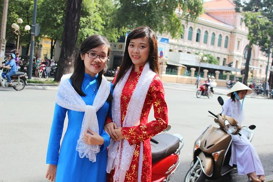 Athena Travel Vietnam - Day Tours: Vietnam traditional dress
