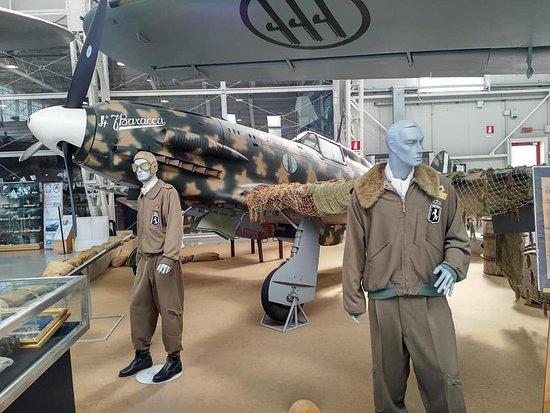Museo Storico dell'Aeronautica Militare: divise e velivoli