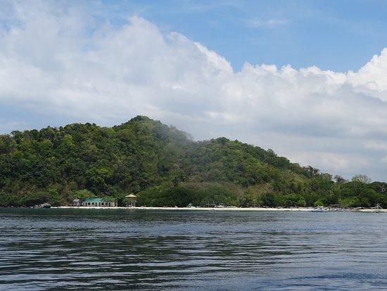 Apo Island Marine Reserve: Jolie Plage autour de l'Ile Apo pour notre Pause entre 2 plongées