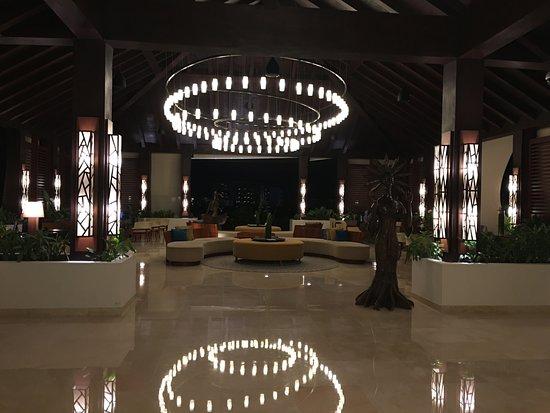 Secrets Playa Mujeres Golf & Spa Resort: Great beach