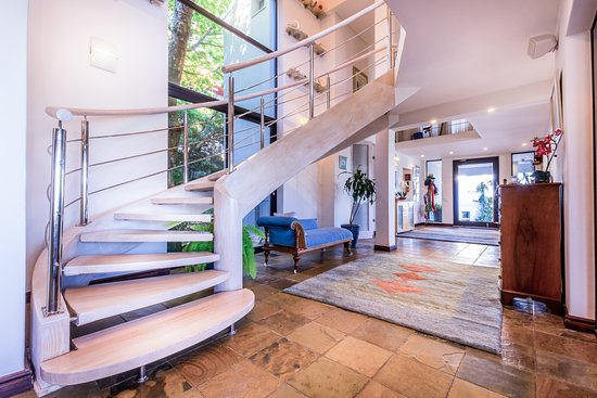 Gordon's Bay, South Africa: The elegant reception area leads to the sunny pool deck, while a stylish staircase leads to suit