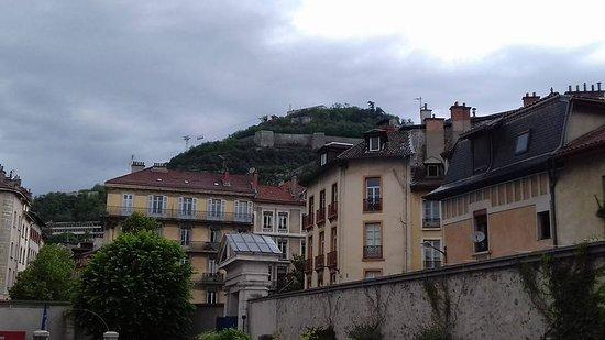 Musée de l'Ancien Éveche : Vue de la Bastille depuis le jardin
