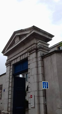 Musée de l'Ancien Éveche : entrée principale