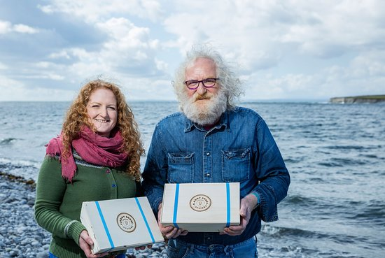 New Quay, Irlandia: Join locals for an oyster tour and tasting by Flaggy Shore - Traveling Spoon