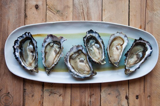 New Quay, Irlandia: Enjoy fresh oysters with locals on the scenic Flaggy shore - Traveling Spoon
