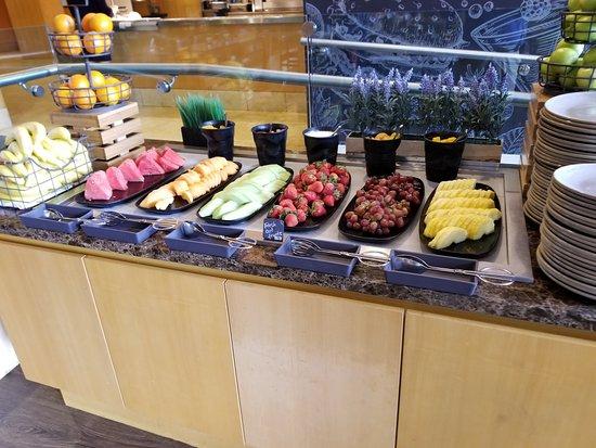 H2 Rotisserie & Bar: Fresh fruit