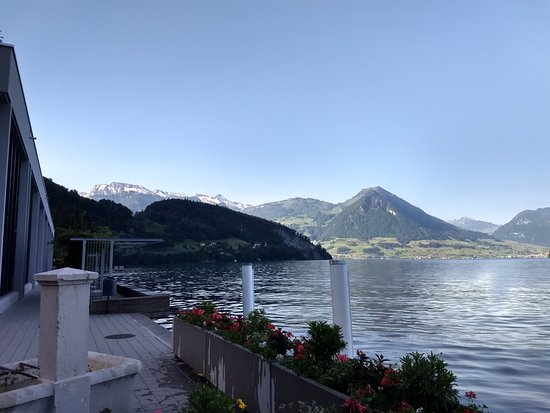 Hotel Terrasse Am See: As you approach by water