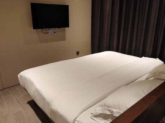 Hotel YAN: Extra king size bed is comfortable but takes up most of the room
