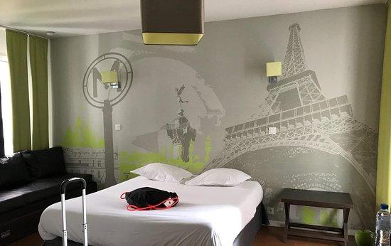 Apart'Hotel Lagrange Vacances Paris Boulogne: clean, sizeable, big windows....