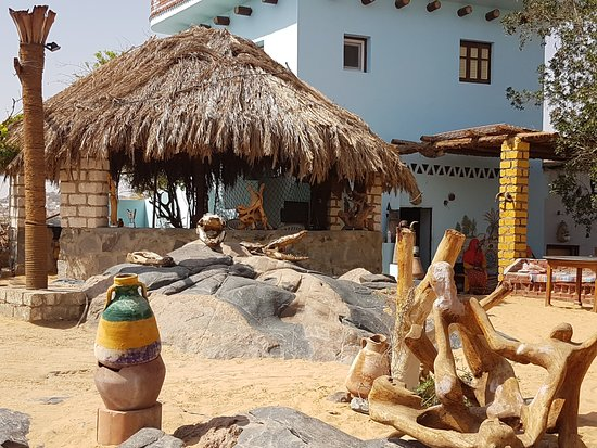 Nubian Village : Decoração interna no que seria um quintal comum