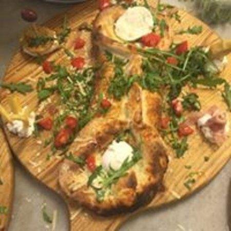 Pizza Ciro: La pizzeria, tronchetto ripieno