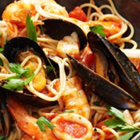 Pizza Ciro: spaghetti con gamberi e cozze