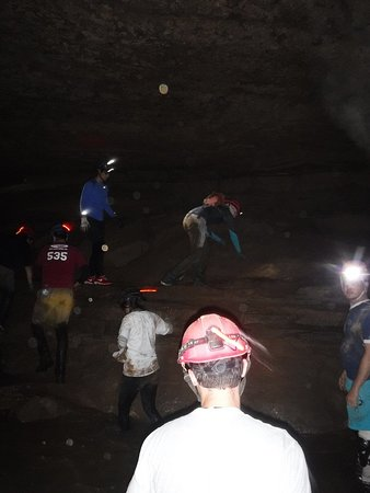 Hidden River Cave and American Cave Museum : Students crawling around.
