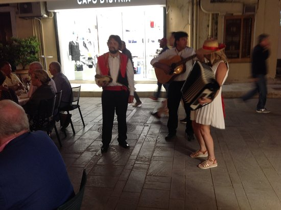 Rex: Buskers add to the atmosphere !