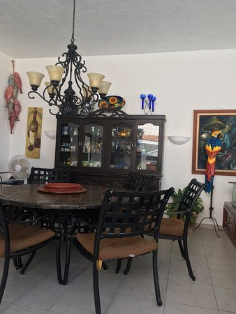 Casa Giovanna Acapulco: Main Dining Room of the home. All guests have access to this area.