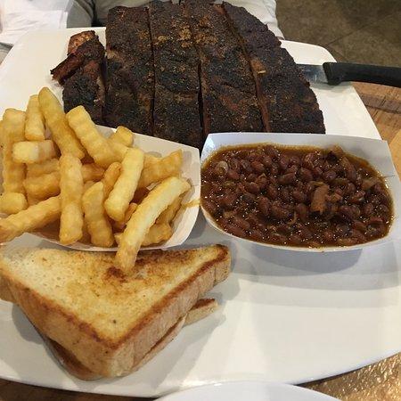 Nik's Restaurant Photo