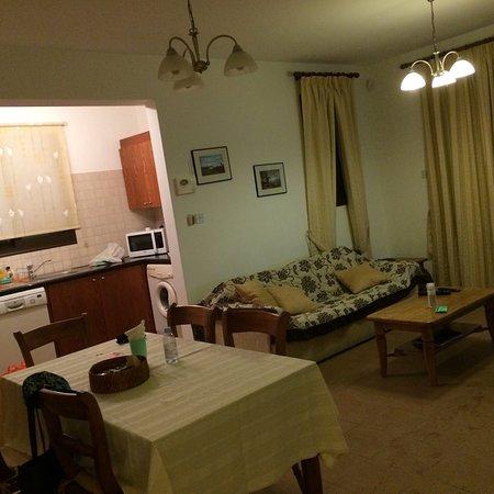 Aura Holiday Villas: Жила на супервилле немного в стороне но зато ближе к остановке;море отлично видно со 2 этажа,всё