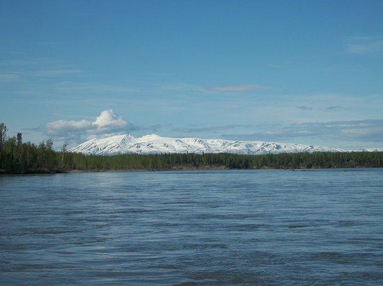 Alaska Chinook Charters: Sleeping Lady on Susitna River