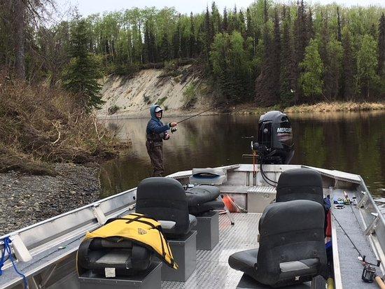 Alaska Chinook Charters: Fishing quiet hole on Deshka River.