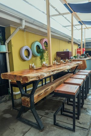 Parkdale Burger: Our custom designed table for large groups (or birthday parties)!