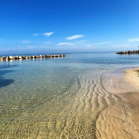 Sunscape Splash Montego Bay: Shallow but beautiful water
