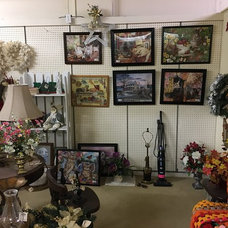 Whistle Stop Antique Mall: photo2.jpg
