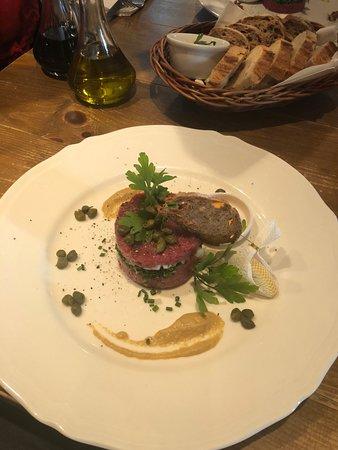 Restauracja Czerwony Wieprz: Steak tartare ready to be mixed