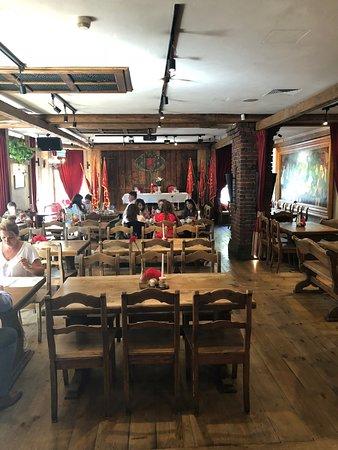 Restauracja Czerwony Wieprz: More tables