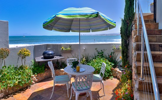 Gordon's Bay, South Africa: Seaside Studio delightful private courtyard and 5m away is the pool deck