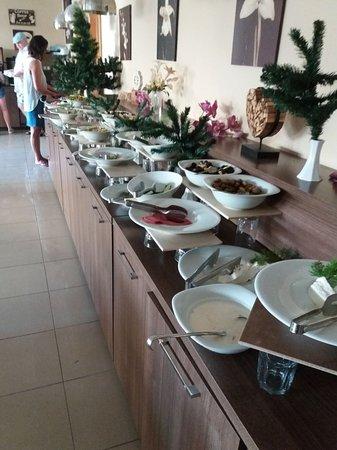 Elite Orkide Hotel: Соевая колбаса и брынза на завтрак