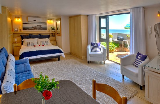 Gordon's Bay, South Africa: Delightful and private Seaside Studio is fully equipped - great for a long stay golfing holiday