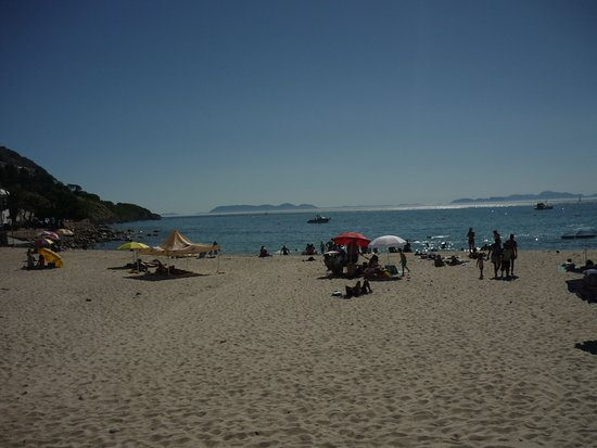Gordon's Bay, South Africa: A hot day at Bikini Beach - about 200m from 185 on BEACH