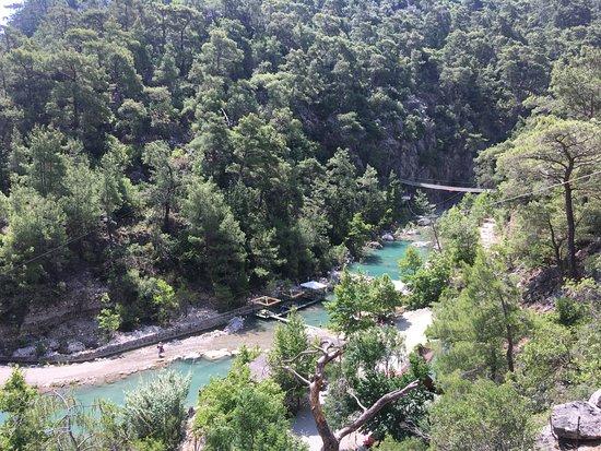 Goynuk Canyon: Вид с верха канатной дороги на первые озёра, видны домики на воде