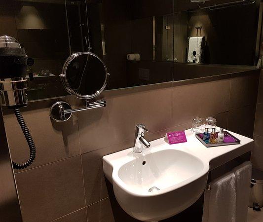 Ayre Gran Hotel Colon: Baño.