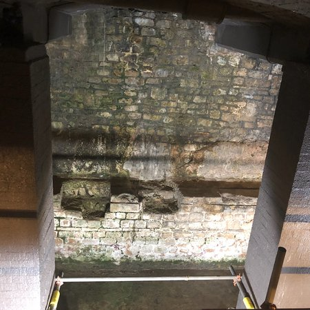 พิพิธภัณฑ์โรงอาบน้ำโรมัน: The Roman Baths