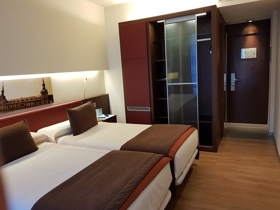 Ayre Gran Hotel Colon : Habitación.
