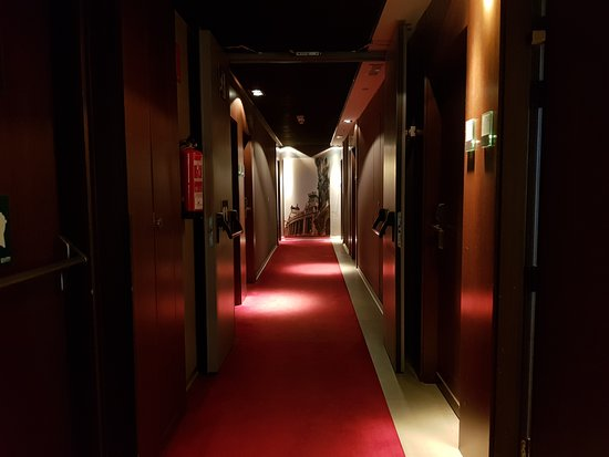 Ayre Gran Hotel Colon : Pasillo.