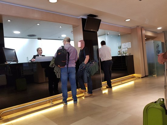 Ayre Gran Hotel Colon : Recepción.
