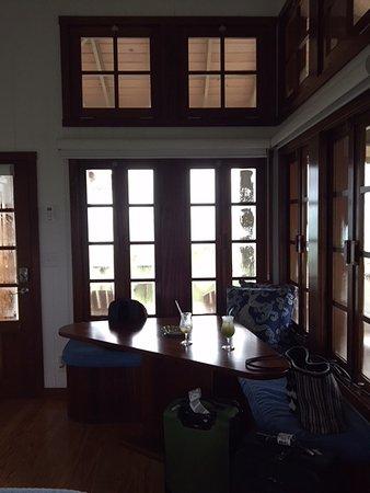 Kahari Resort: Table and bench