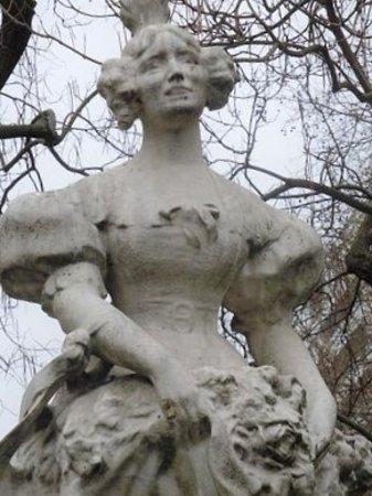 Statue La Grisette: Détail de la sculpture