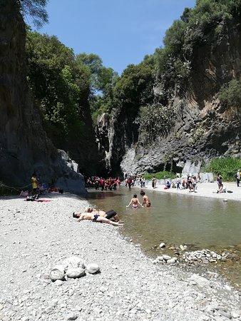 Gola dell'Alcantara: Spiaggia d'accesso