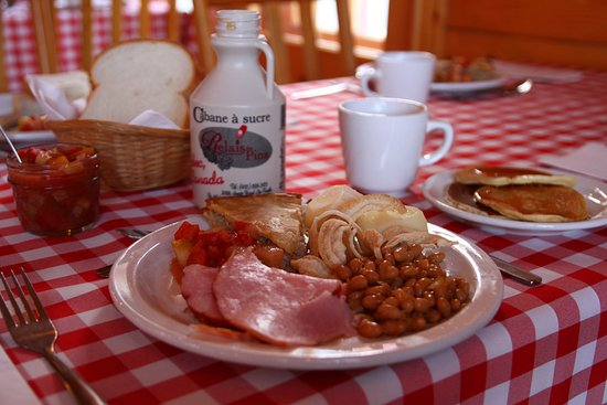 Le Relais Des Pins : Assiette typique d'un repas de Cabane à sucre