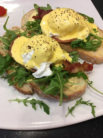 The Vienna Coffee House: Eggs benedict with bacon on sourdough toast