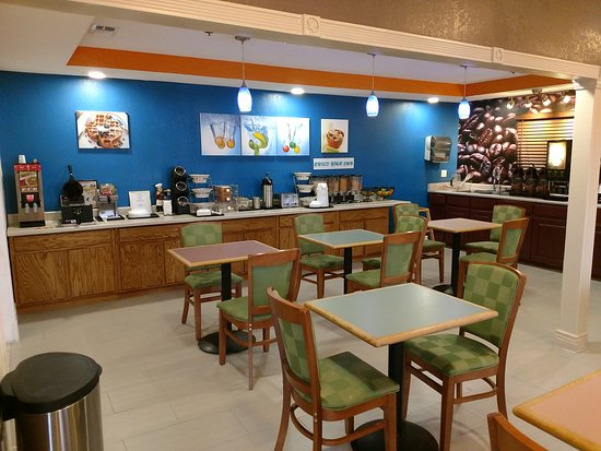 Executive Inn and Suites Wichita Falls: dining area