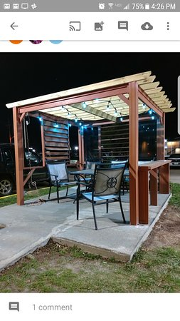 Executive Inn and Suites Wichita Falls: outside relaxing area.